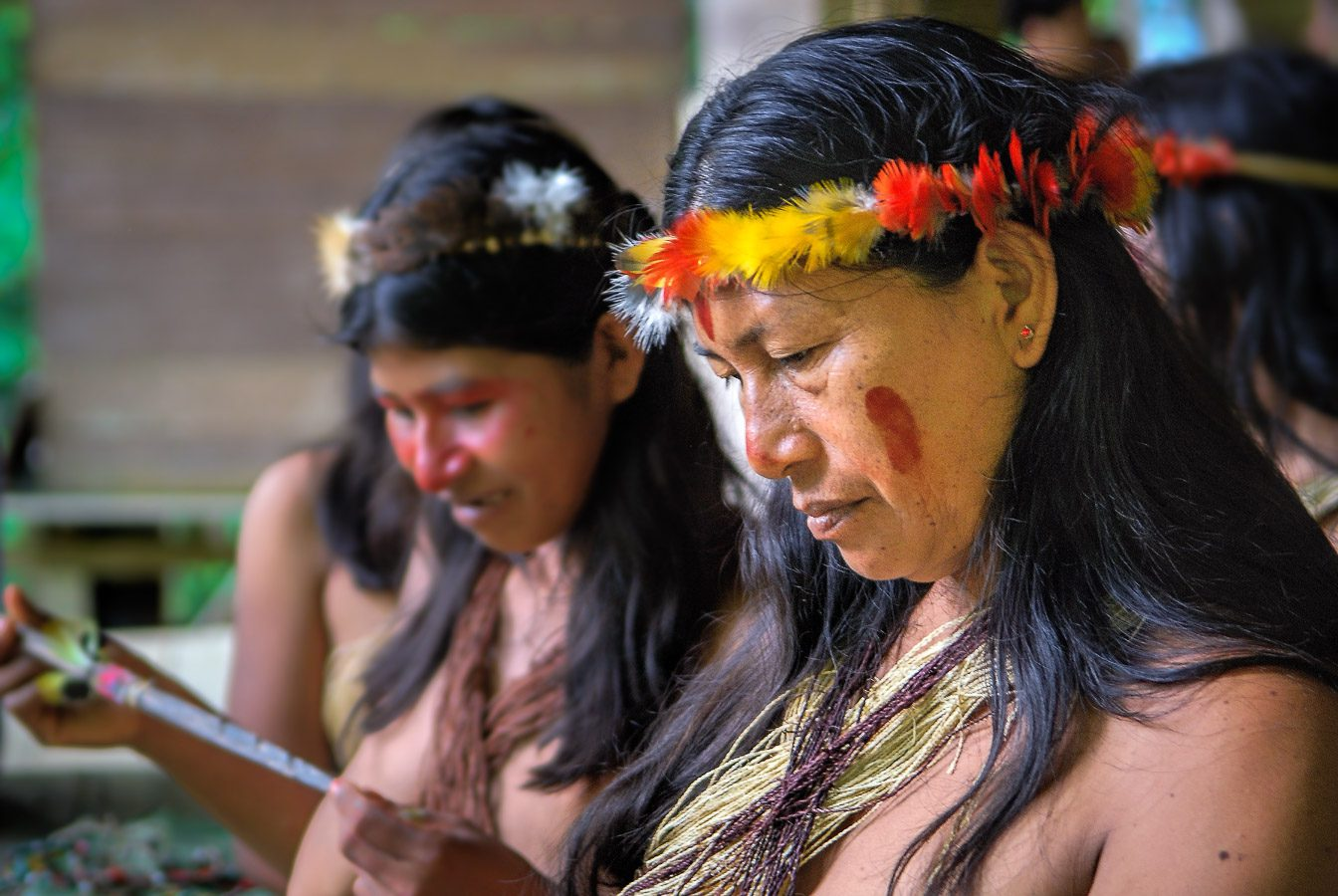 Huaorani women with their crown made of feathers of Toucan