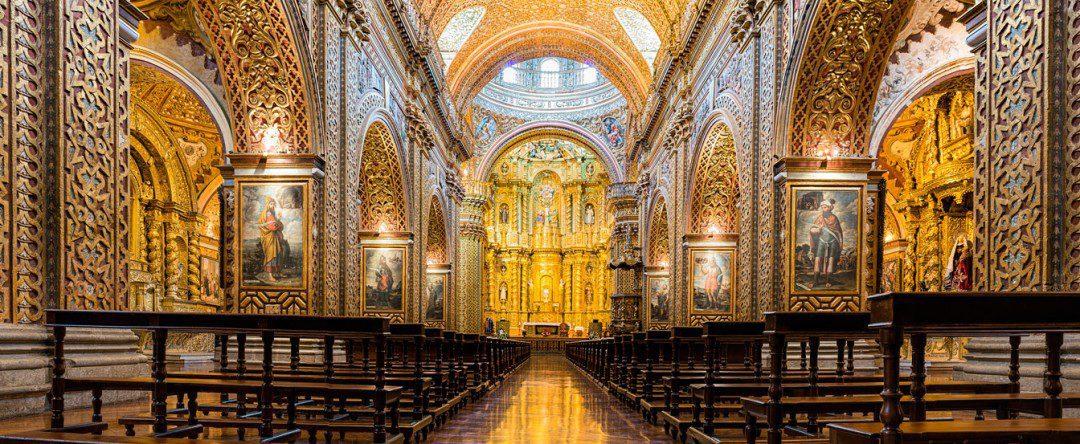 Nave of La Compañia church