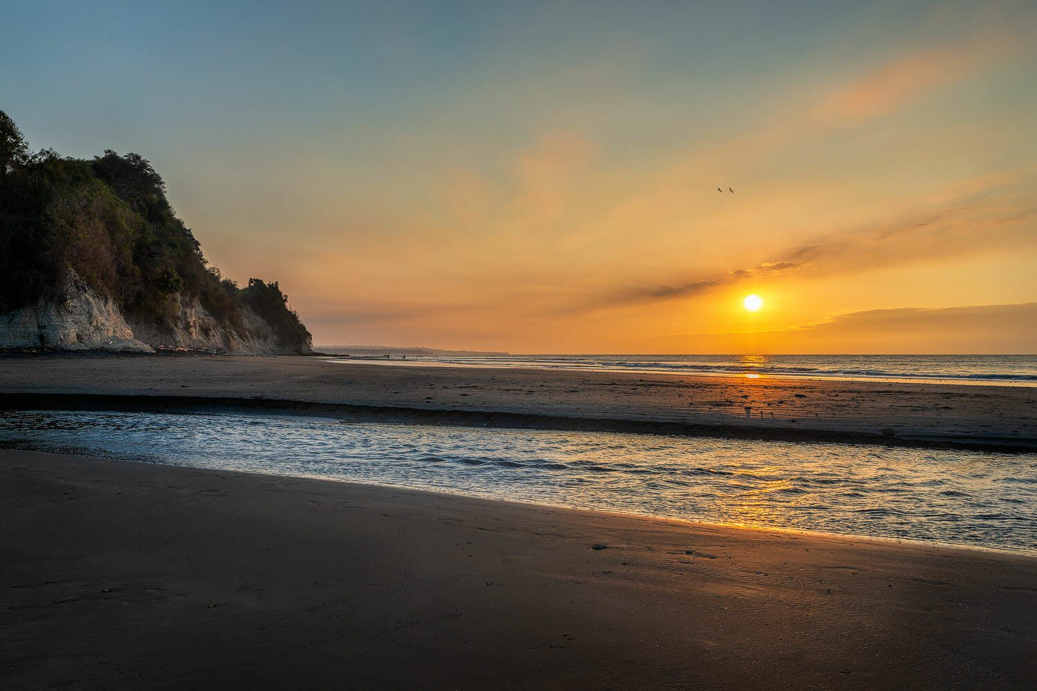 Sunset at Tonchigüe beach on the northeast of the Pacific coast of Ecuador