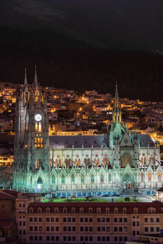 The Basilica del Voto Nacional en Quito at night