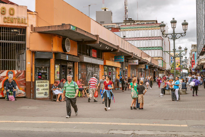 Mercado central and Central avenue San José